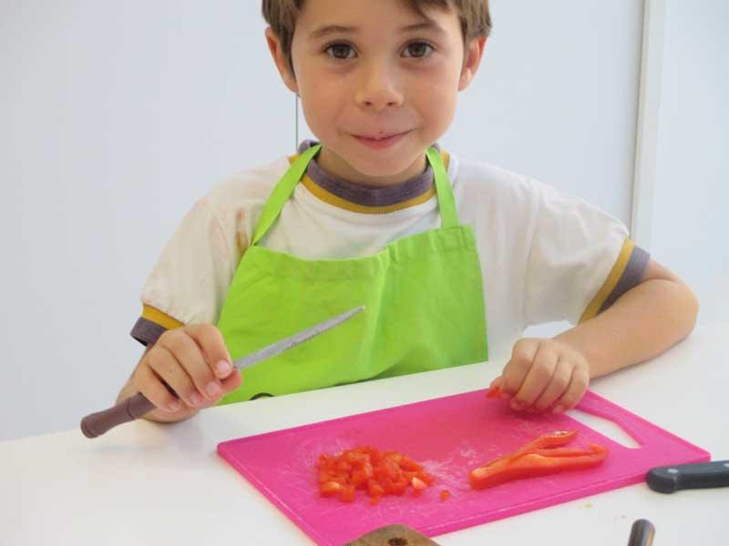 niño-cocinando