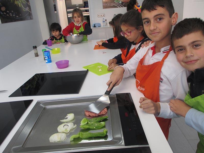 Teppan Yaki y nuestros alumnos - Kitchen Academy