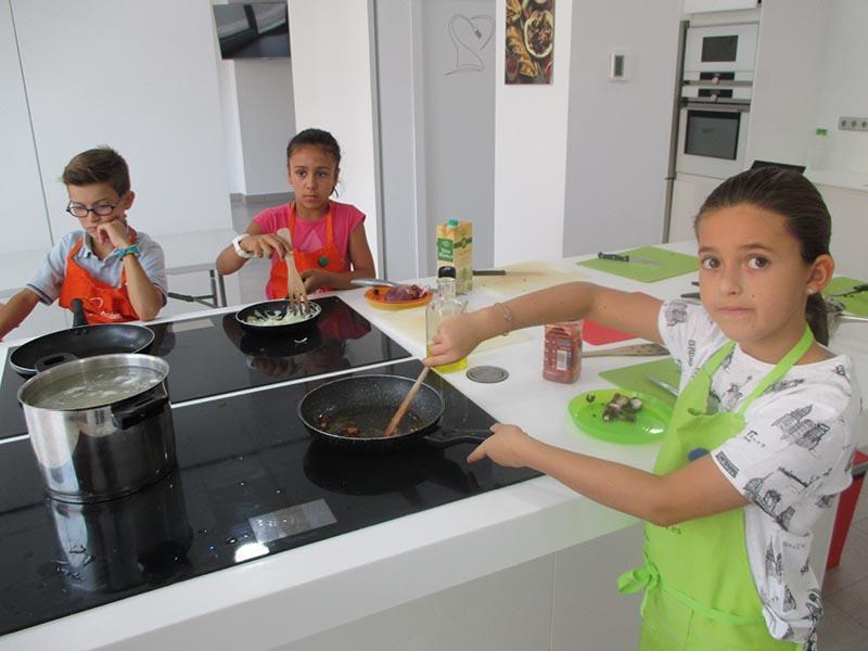 En plena faena - Superchefs en Las Rozas Kitchen Academy