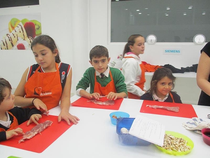 Niños en la Escuela de Alcobendas - Superchefs Kitchen Academy