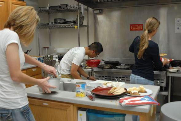 Como puedes mejorar el ambiente en la empresa cocinando