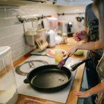 Beneficios de cocinar en casa con los peques