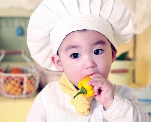 Cómo divertir a los niños en la cocina