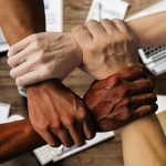 ¿Qué beneficios tienen las actividades de teambuilding?